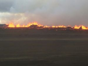 1. Fire fountain along the fissure at 07.15 am 31/08/14. (Iceland Met Office.)